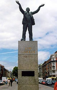 """Statue by Oisin Kelly of the Irish Labour leader James """"Big Jim"""" Larkin, located on O'Connell Street in Dublin, Ireland. Photo taken by a wikipedia contributor Maclyn611 and uploaded on 27 July 2004. (CC BY-SA 3.0)."""