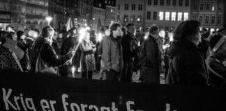 Aldrig mere Krystalnat! Krystalnats demonstration i København 9. november 2013. Foto: Lars Kjølhede Christensen. (CC BY-NC-ND 2.0).