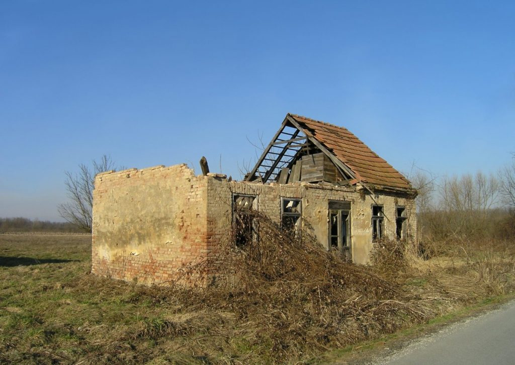 "Destroyed Serbian house in Sunja, Croatia. From 1991-1995 Sunja was part of Republic of Serbian Krajina. Relict of war 1991-1995 in Yugoslavia. Date: 8 February 2011 Author: Petar Milošević. (CC BY-SA 3.0). Source: <a href=""https://commons.wikimedia.org/wiki/File:Sunja_(Croatia).JPG"">Wikimedia Commons.</a>"
