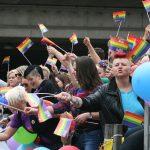 Den første eurpæiske pride-parade i København, er samtidig den første i Danmark. Se 26. juni 1996 nedenfor. Billedet er fra Europride-paraden i Oslo 28. juni 2014. Author: GAD. (CC BY-SA 3.0). Source: Wikimedia Commons.