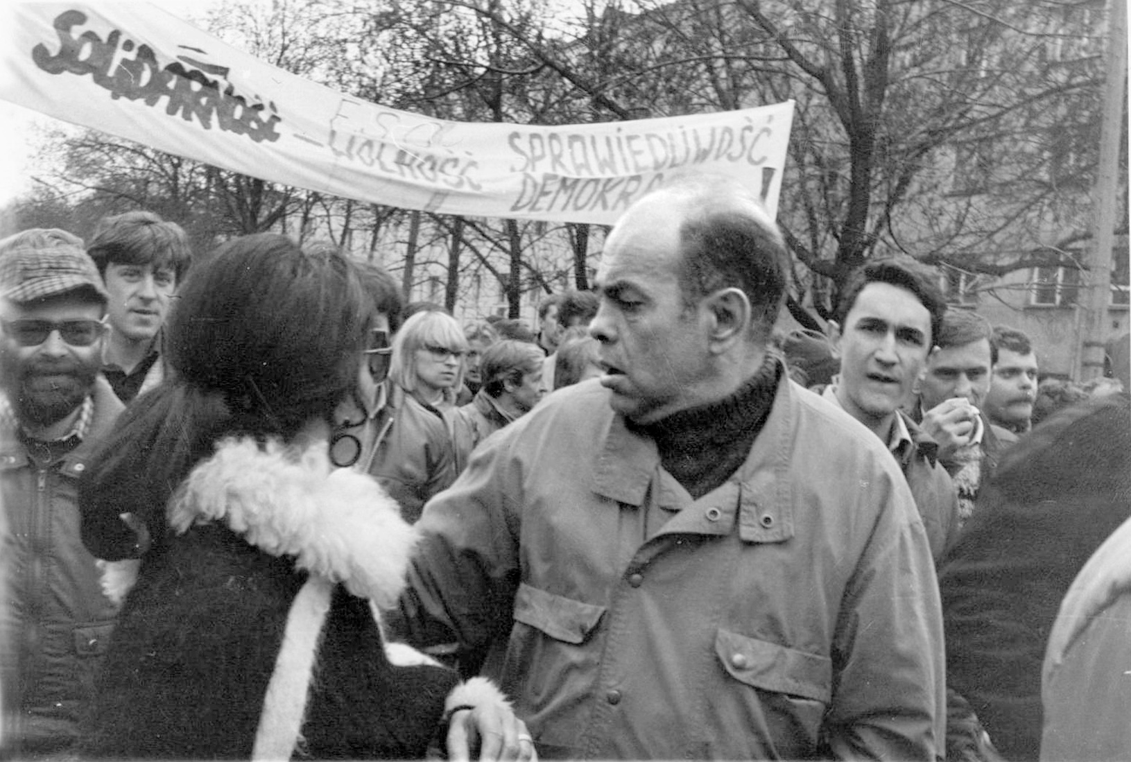 Black - white photograph of the 1989 May 1 demonstration Day with the participation of the opposition and Jacek Kuron, 24 September 2013, Black - white photograph of the 1989 May 1 demonstration Day with the participation of the opposition and Jacek Kuron. Author: Andrzej Iwański (Scanned by Europeana 1989) (CC BY-SA 3.0).