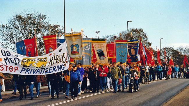 Mange arbejdspladser, klubber og fagforeninger fra ind- og udland støttede strejken, også ved at sende deltagere til blokadevagten. Foto: Per Benny Paulsen.