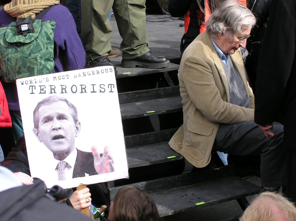 Noam Chomsky and President George Bush Jr. at Vancouver Peace Rally on March 20, 2004. Photo: Duncan Rawlinson. (CC BY-NC 2.0).