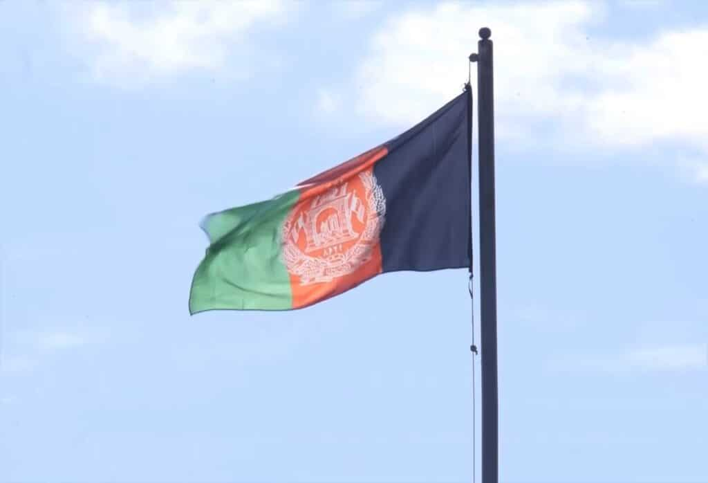 Afghan flag mast flying at the complex of the Arg (Presidential Palace). Photo: Taken 21 May 2019 by DQttwo. (CC BY-SA 4.0).
