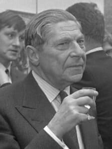 Arthur Koestler opened an exhibition in Galerie Mokum from works of art made by prisoners. January 11, 1969. Photo: Eric Koch / Anefo. (CC BY-SA 3.0). Collection: Nationaal Archief, Den Haag.