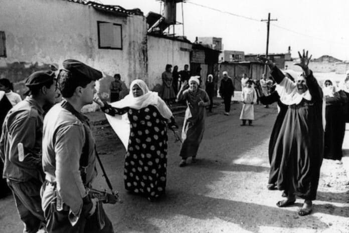 Women were at the forefront of the popular Palestinian uprising known as the Intifada, which lasted from 1987 to 1991. Palestinian women at the Jabaliya refugee camp in the Gaza Strip confront Israeli soldiers over the mistreatment and arrest of Palestinian youths. Photo: flickr / Robert Croma. (CC BY-NC-SA 2.0).
