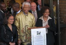 Nelson Mandela in Johannesburg, Gauteng, on 13 May 2008. Author: South Africa The Good News. (CC BY 2.0). Source: Wikimedia Commons.