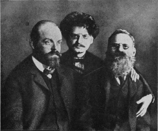 A. Parvus (left) with Leon Trotsky (center) and Leo Deutsch (right) in Saint Peter and Paul Fortress (prison) at Saint Petersburg. 1906. Photo: Unknown. Public Domain.