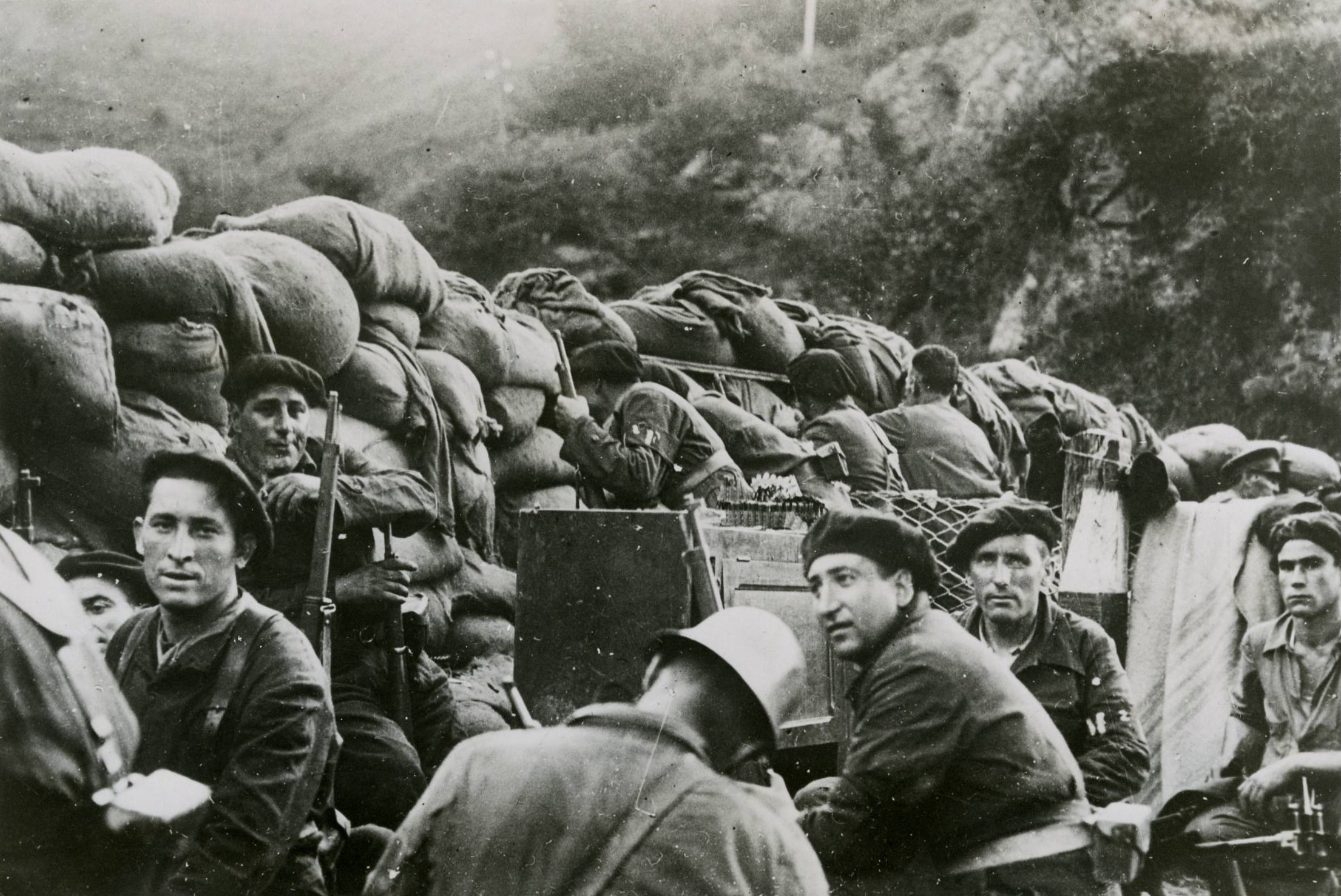 Armed civilians from the Republican side during the Battle of Irún. 1936. Photo: Unknown. Collection: The Collection Database of the Biblioteca Nacional de Defensa. Public Domain.