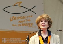 "Susan George, Attac France, on the ""Deutscher Evangelischer Kirchentag"", 7 June 2007. Author: Raimond Spekking © Raimond Spekking / CC BY-SA 4.0. (via Wikimedia Commons) Source: Wikimedia Commons."