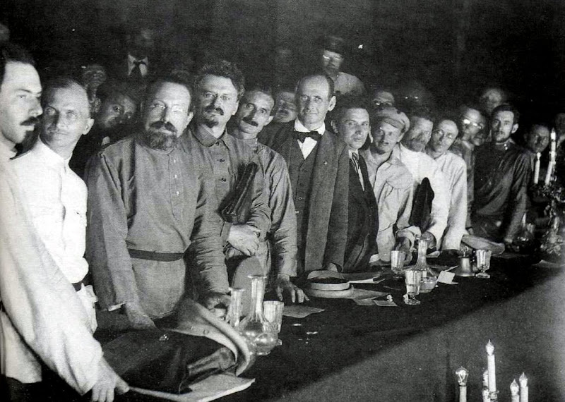Delegates of the Second Congress of the Communist International. Leon Trotsky is the fourth from the left, before him is Giacinto Serrati (Italy), behind him are Alfred Rosmer (France), Paul Levi (Germany), Grigory Zinoviev, Nikolai Bukharin, Mikhail Kalinin. Moscow, 1920. Photo: Unknown. Public Domain.