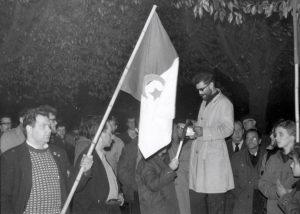 Foto fra solidaritetsdemo ved den franske ambassade i København. Foto: Poul Møller. Fra hans arkiv