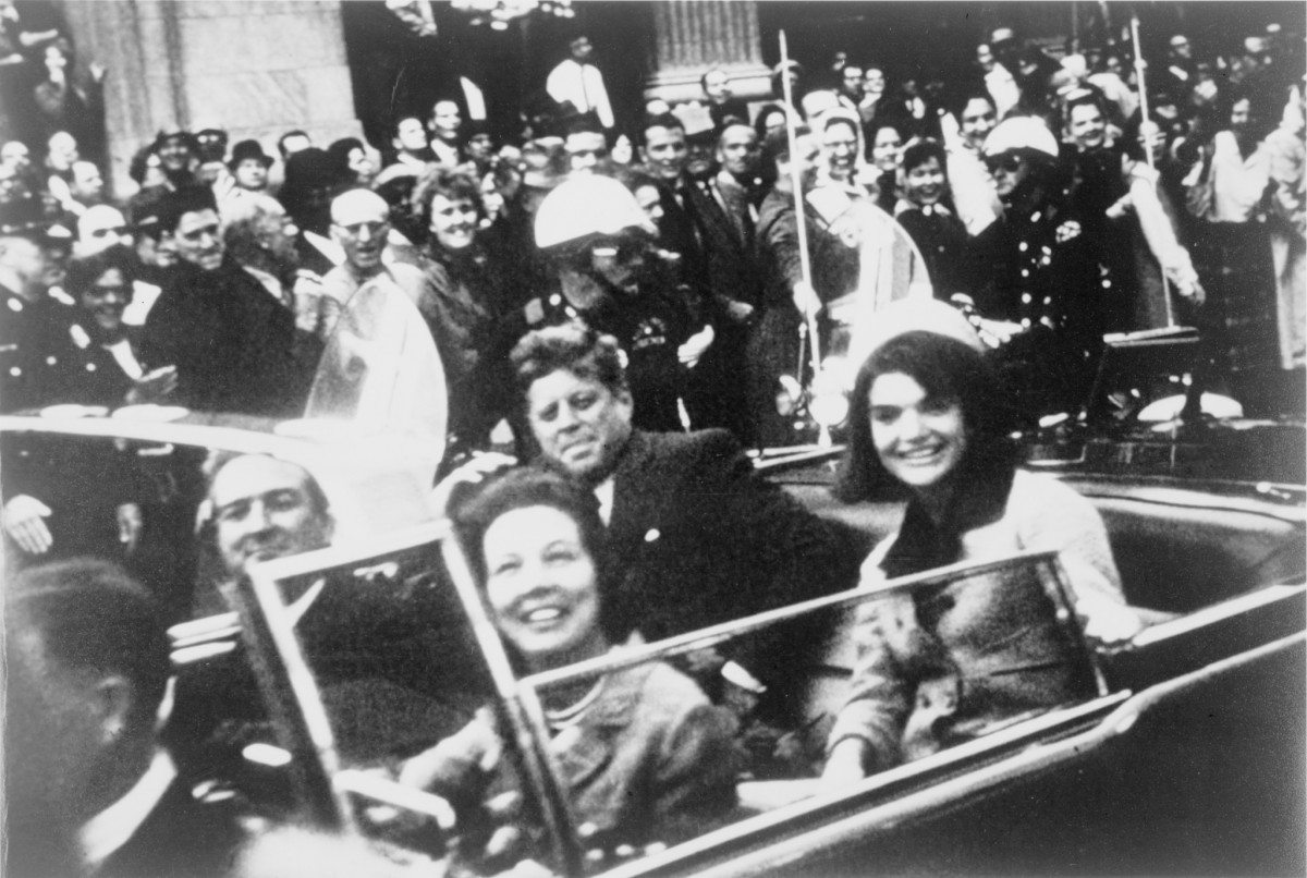President John F. Kennedy motorcade, Dallas, Texas, Friday, November 22, 1963. Also in the presidential limousine are Jackie Kennedy, Texas Governor John Connally and his wife, Nellie. Photo: Victor Hugo King, who placed the photograph in the public domain (presumably when he gave it to the Library of Congress).