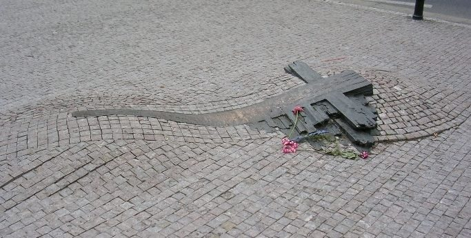 Photo of the memorial to Jan Palach and Jan Zajic at Wenceslas Square in Prague, Czech Republic. September 2005. Photo: Angela Kroeger. Public Domain. Source: Wikimedia Commons.