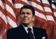 Ronald Reagan at Durenberger Rally by Michael Evans, 1982 (NARA/Reagan Library). Public Domain. Source: flickr.com Se 4. november nedenfor.
