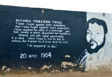 Murial: Rivonia treason trial. Photo taken on November 5, 2016 by Francisco Anzola. (CC BY 2.0). Source: flickr.com. Se 12. juni 1964 nedenfor.