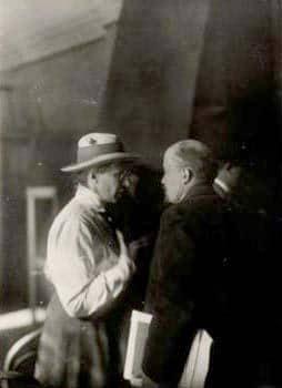 Yelena Stasova and Lenin at the 2nd Comintern Congress, 1920. Photo: Viktor Bulla (1883–1938). Public domain.
