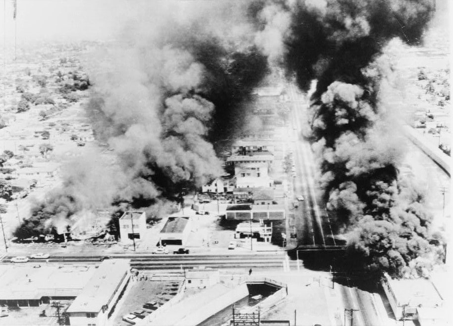 Burning buildings during Watts Riots, August 1965. Author: New York World-Telegram. Public Domain. Source: Wikimedia Commons.