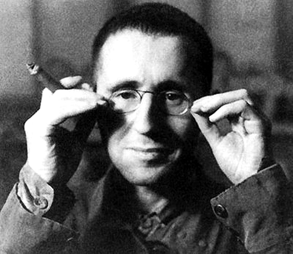 Portrait of Bertolt Brecht. Photo: Unknown, Digitized Nnovember 25, 2011 by Antonio Marín Segovia. (CC BY-NC-ND 2.0).
