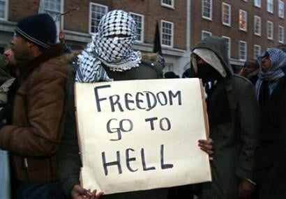 """An Islamist protester in London 6 February 2006, taking part in protests against anti-Muslim cartoons. Source: Flickr: """"Freedom go to hell"""". Author: Voyou Desoeuvre. (CC BY-SA 2.0)."""