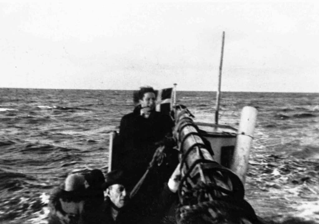 Båd med jøder på vej fra Falster til Ystad i Sverige, mellem september 1943 og oktober 1943. Fotograferet af en af flygtningene. Author: Nationalmuseet. (CC BY-SA 2.0).