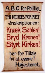 1918-udgaven af SUFs banner. Kilde: https://www.arbejdermuseet.dk/viden-samlinger/temaer/1-maj/1-majs-historie-1889-1999/