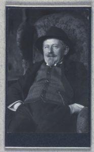 Gustav Wied fotograferet af ægtefællen Alice Wied, f. Tutein (1869-1958). (CC BY-NC-ND 4.0).