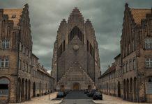 Grundvig Minde Kirke i København set forfra (fra vest) 10 January 2013. Photo: The woocash. (CC BY-SA 3.0)
