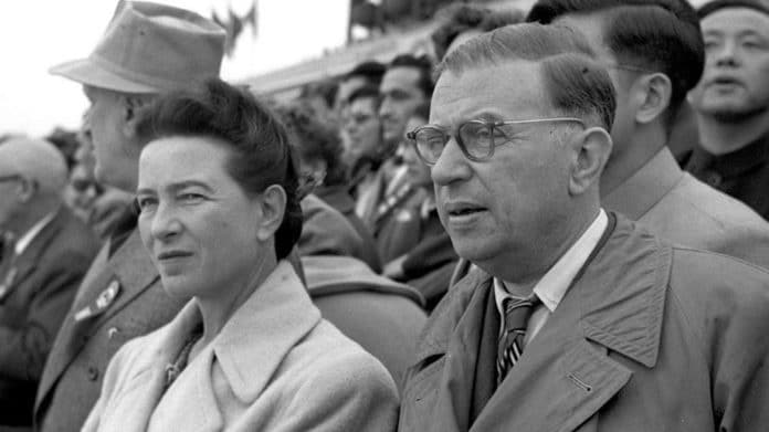 Simone de Beauvoir and Jean-Paul Sartre attended the ceremony of 6th Anniversary of Founding of Communist China in Beijing on 1 October 1955 in Tiananmen square, 1 October 1955. Photo: Liu Dong'ao, Xinhua News Agency. Public Domain. See 9. januar 1908 below.