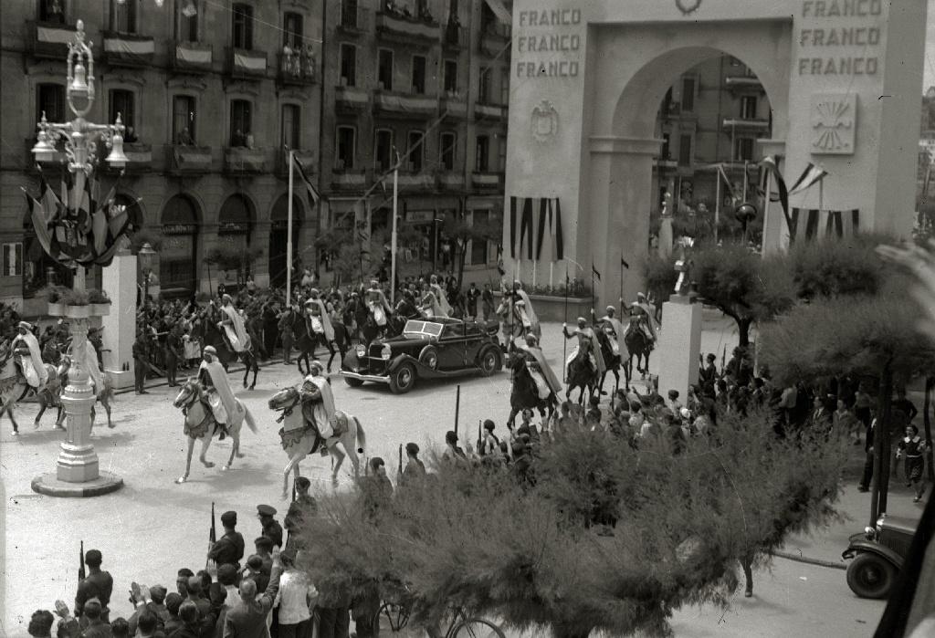 Dictator Franco parading in Donostia (San Sebastián) in January 1. 1939, followind the end of war. Photo: Fondo Marín. Pascual Marín. Kutxa Fototeka (owner). (CC BY-SA 4.0).