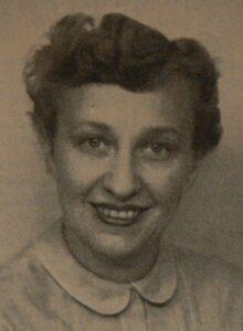 Kate Fleron Jacobsen (1909-2006), dansk redaktør og med i den danske modstandsbevægelse under besættelsen, 1940erne. Foto: ukendt. Public Domain.