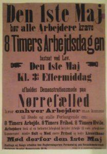 Den første 1. maj 1890. Parolen lød på 8 timers arbejdsdag. Dagen bød på møde på Nørrefælled og møde i Arbejdernes Forsamlingsbygning i det nuværendeArbejdermuseets festsal.
