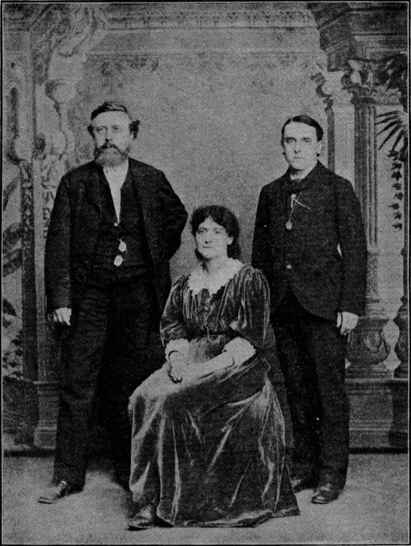 Eleanor Marx (middle) with Wilhelm Liebknecht (left) and Edward Aveling (right) photographed in New York while their tour to America in 1886. Photo: Unknown. Public Domain.