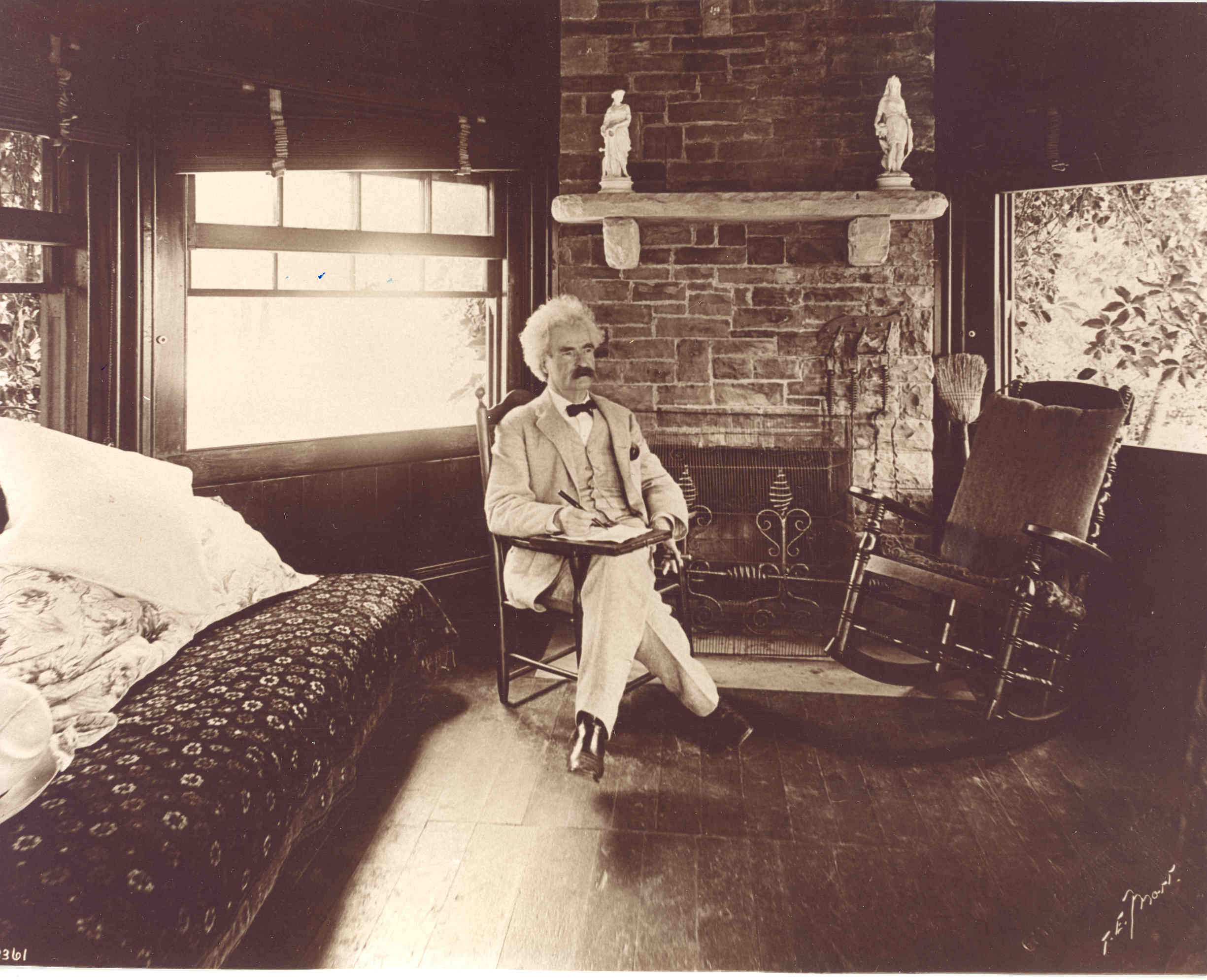 Mark Twain, circa 1898. Photo: Unknown. Public Domain.