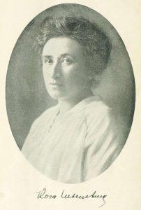 Portrait Rosa Luxemburg. Between circa 1895 and circa 1905 (?). Photo: Unknown. Public Domain.