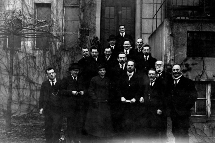 The leadership of the USPD including Eduard Bernstein, 5 December 1919. Photo: Unknown, Public domain. See below 6 January 1850.