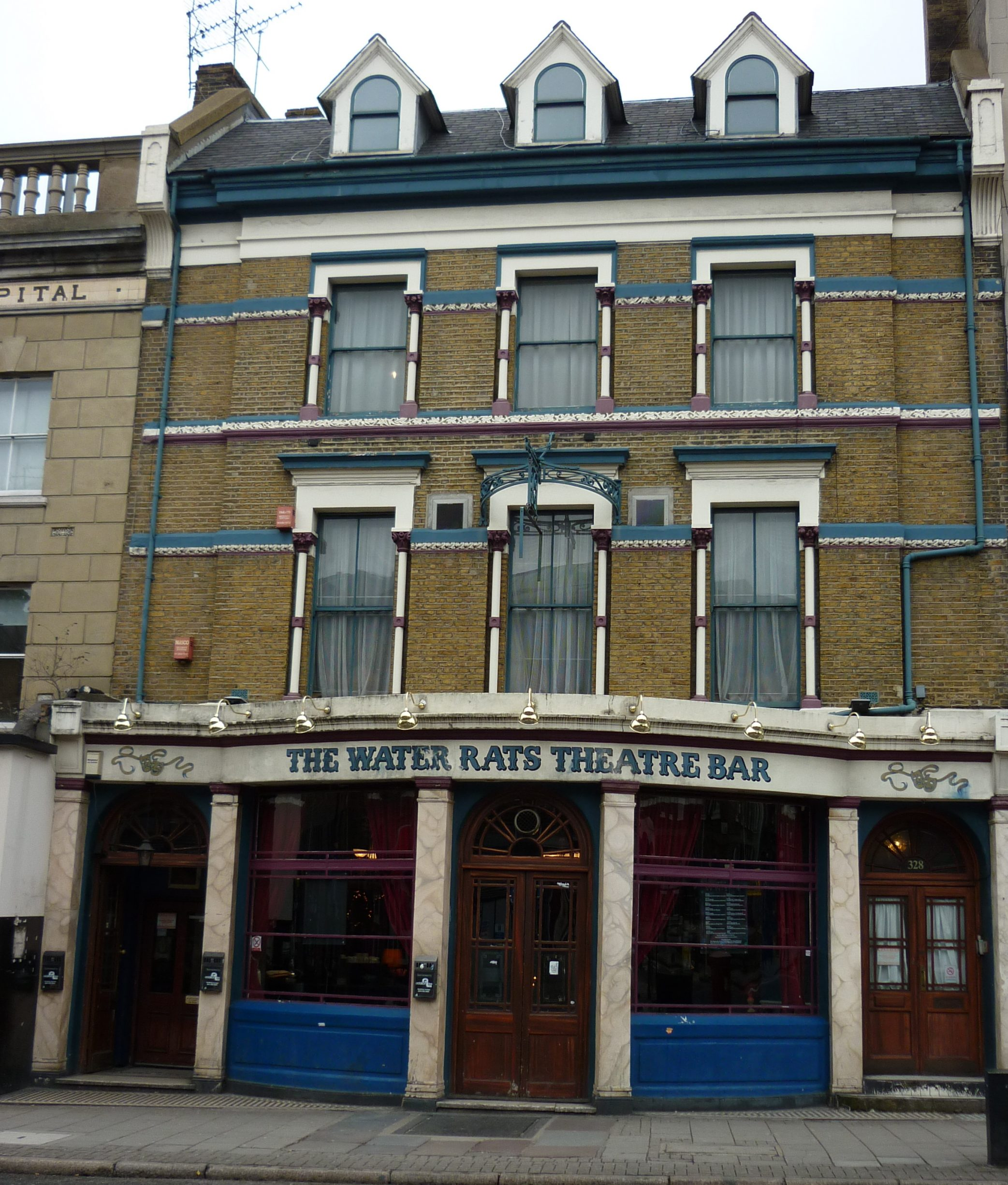 Formerly called the Pindar of Wakefield was a pub, that Lenin frequented in 1905. Later it's renamed The Water Rats, and Bob Dylan played his first gig here in England i 1962. (CC BY-ND 3.0).