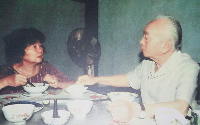 General Vo Nguyen Giap and his wife Dang Bich Ha in a family meal. Photo: T.L