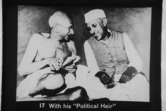Gandhi and Nehru, during a meeting of the All India Congress, Mumbai, July 6, 1946. Photo: Max Desfor (1913- 2018) for Associated Press. Public Domain.