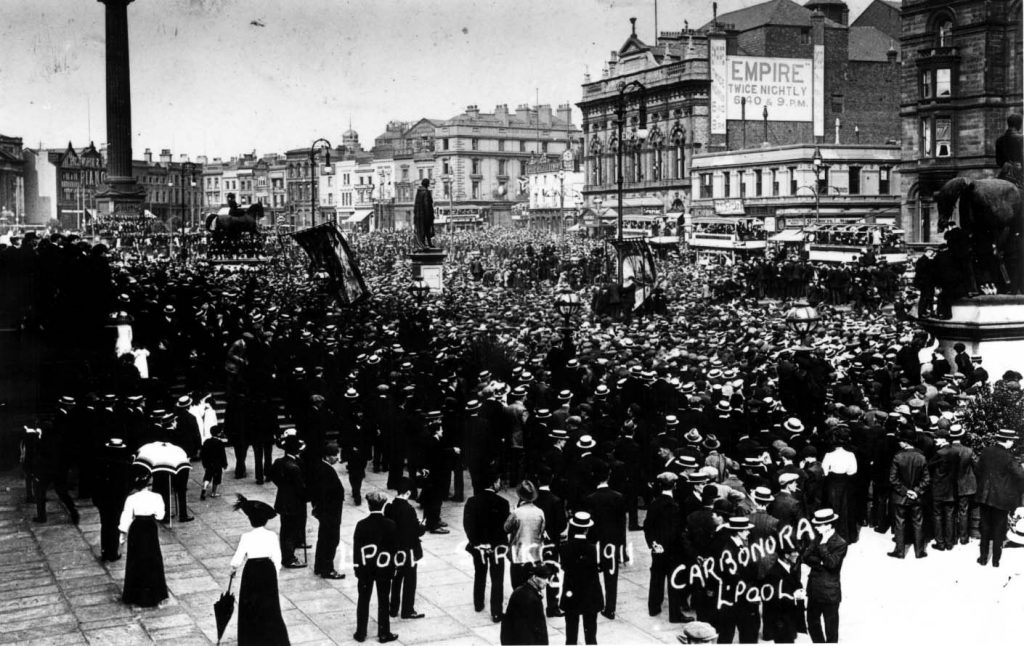 Strejkende transportarbejdere i Liverpool. Courtesy LRO http://www.yoliverpool.com/forum/showthread.php?108243-1911-Liverpool-Transport-Strike-Pictures-and-Information