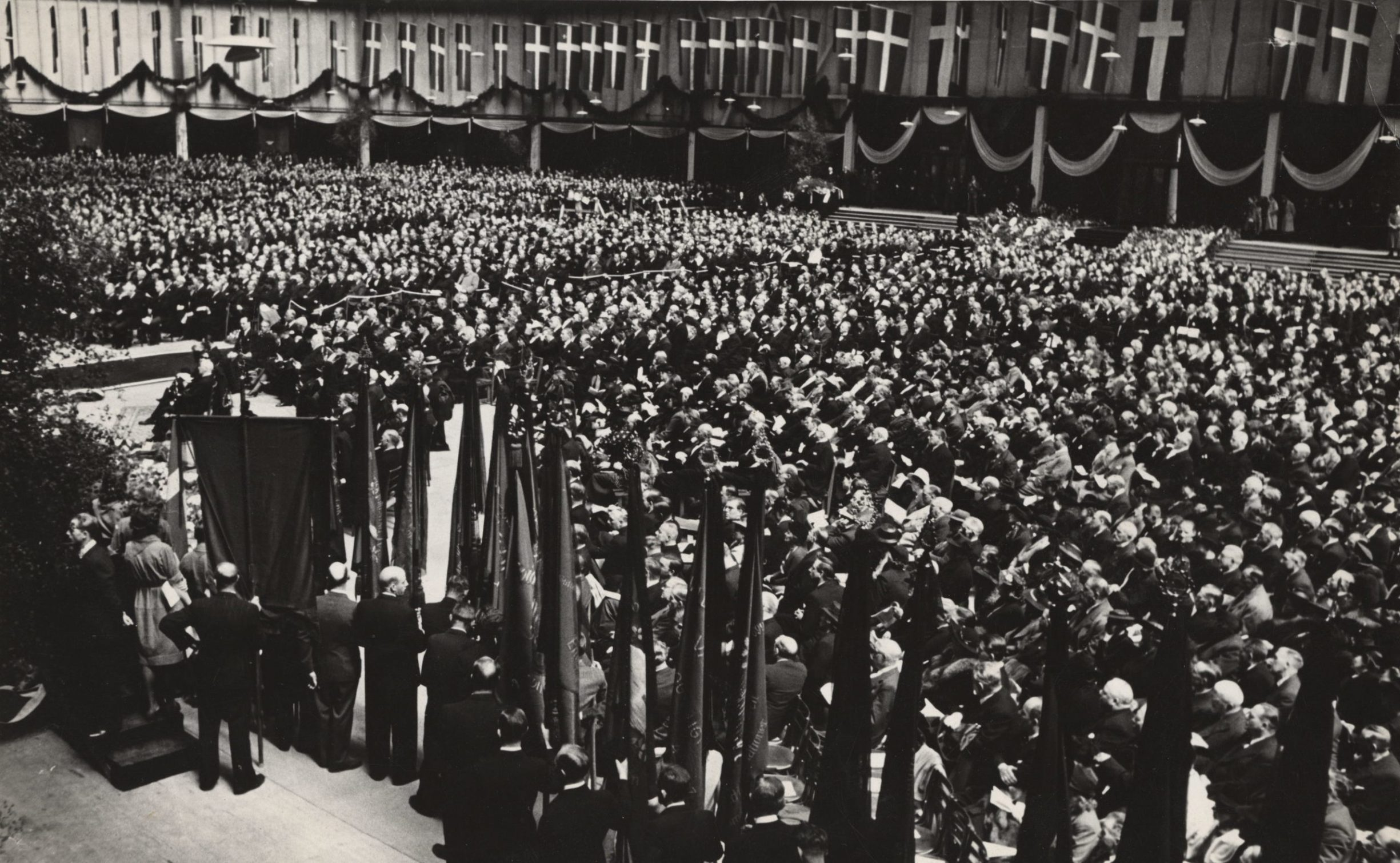 Fra den pompøse begravelseshøjtidelighed for Stauning, den blev holdt i Forum 9. maj 1942, og der var kun plads til de indbudte gæster.