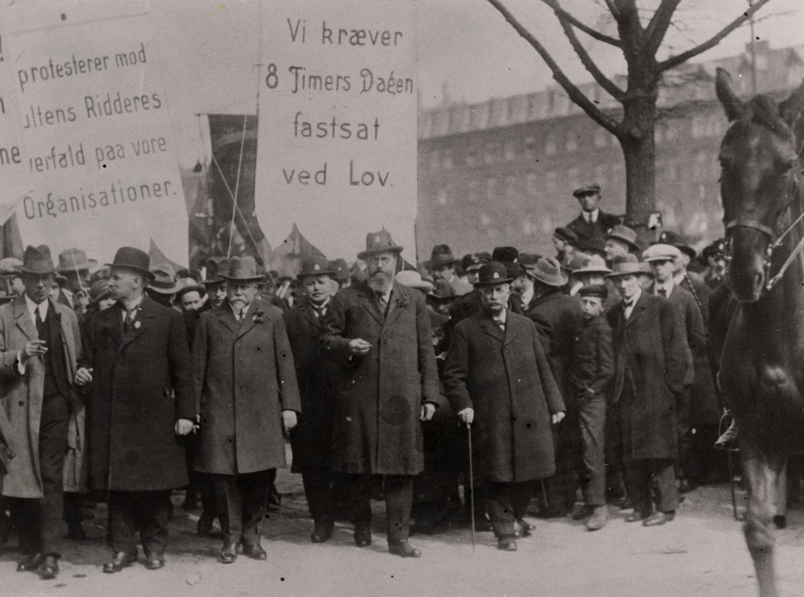 1925. 1. maj-demonstration på Grønttorvet med Th. Stauning i spidsen.