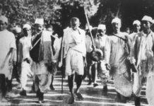 Gandhi during the Salt March, March 1930. Photo: Unknown/Scanning: Yann. Public Domain.