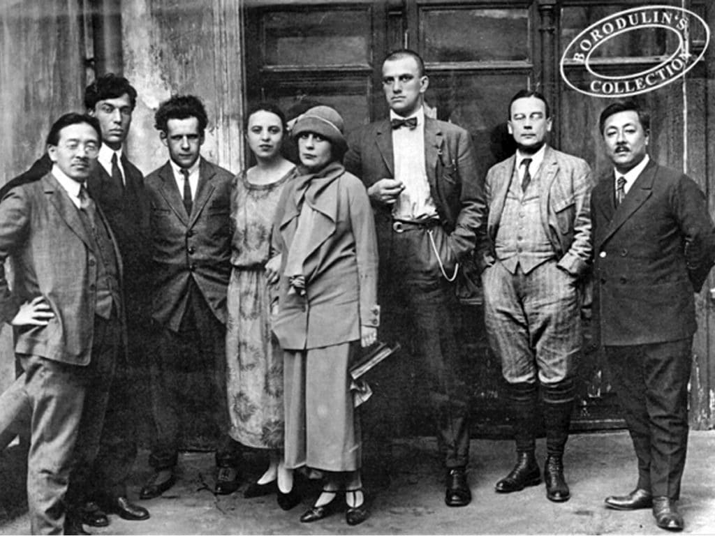 Pasternak (second from left) with friends including Lilya Brik, Eisenstein (third from left) and Mayakovsky (centre). On the left, Japanese writer Tomizi Tamiji Naito (1885-1965). Moscow, 11 May 1924. Photo: A. Semenka. Public Domain.