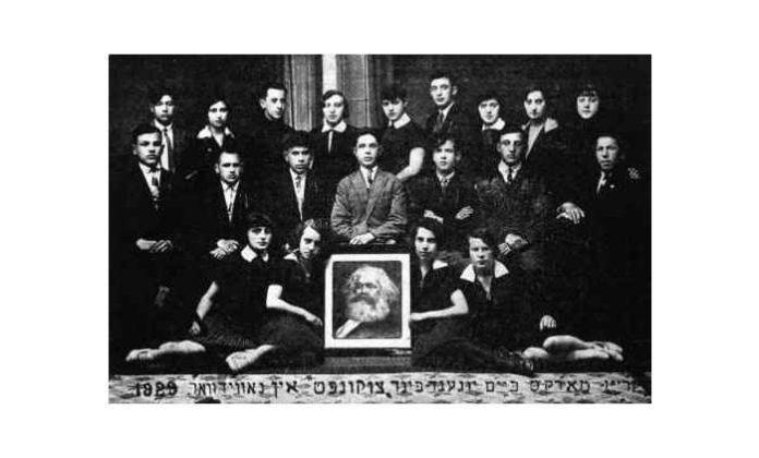 Bund stiftes i 1897. Foto: The Marx Circle of the youth Bund, Tsukunft in Nowy Dwor 1929.