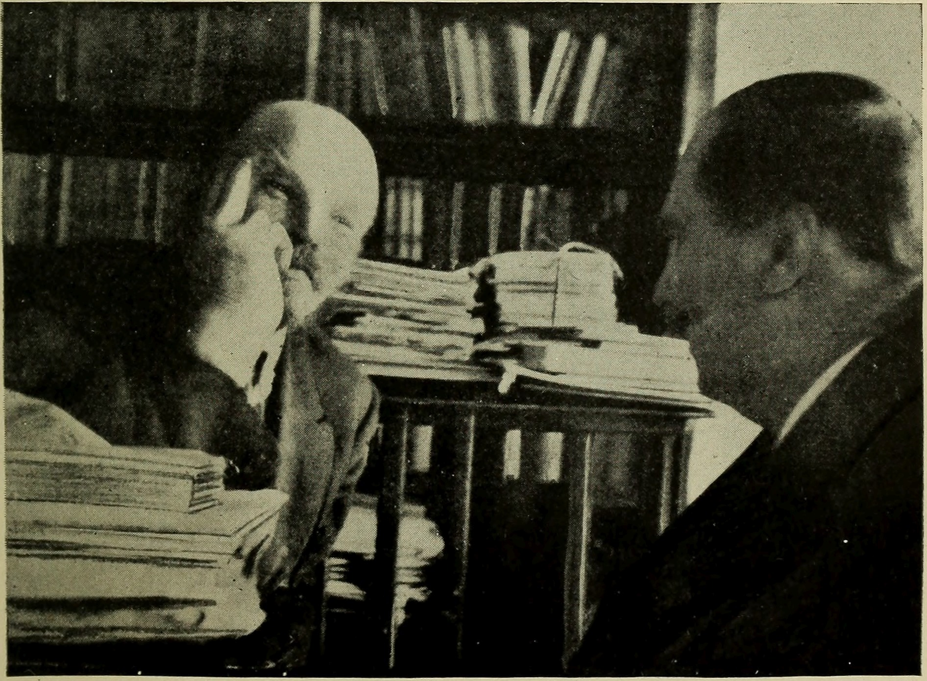 """H.G Wells på besøg hos Lenin in Sct. Petersburg. Image from page 36 of H.G. Wells book """"Russia in the shadows"""" (1921). No known copyright restrictions."""