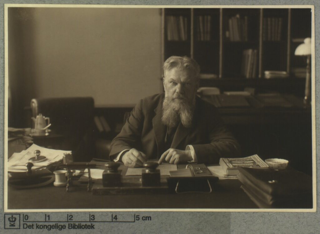 F. J. Borgbjerg ved sit skrivebord. Foto: Ukendt. (CC BY-NC-ND 4.0).