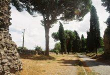 Via Appia ved Rom, hvor Spartacus og andre slaveoprørere blev hængt til skræk og advarsel. Foto: Taget september 2010 af Alex1011. (CC BY-SA 3.0).