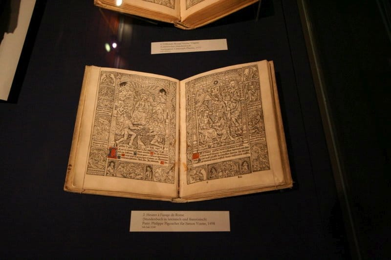 Gutenberg museum. Illustrated book printed in Paris in 1498, on display in the Gutenberg Museum, Mainz. Photo: Taken on December 15, 2007 by Holly Hayes. (CC BY-NC 2.0).