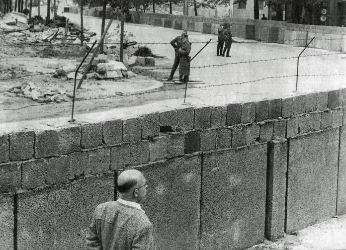 The Berlin wall in 1961. From: Vasabladet, 12 August 2011. Author: Unknown. Public domain.